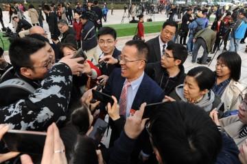 全国政协委员俞敏洪本年提案持续聚集城乡教育均衡